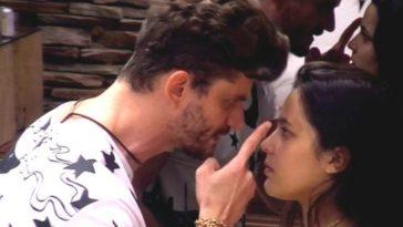 Marcos durante briga com Emily, com quem manteve um relacionamento no 'BBB' (Foto: Reprodução/ Youtube)
