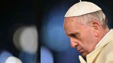 papa francisco atingido jornal