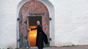 the-parish-priest-2988218_1280