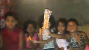 crianças ganham cenoura pascoa