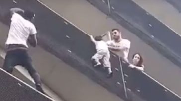 feedclub homem mali salva bebê